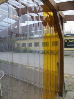gelbe und klare Streifenvorhänge